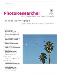 Playing the photograph PhotoResearch-Siegel-Gruendig